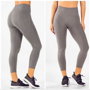 NWT Fabletics Seamless Highwaisted Statement Capri